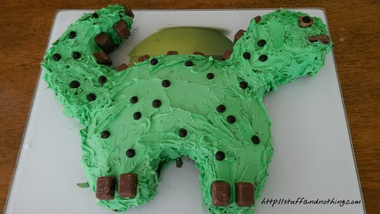How to make an easy 'Dinosaur Cake'